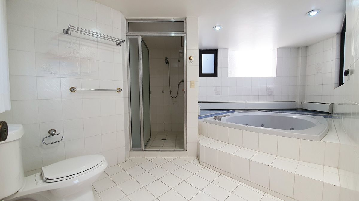 12 de 18: Baño master suite