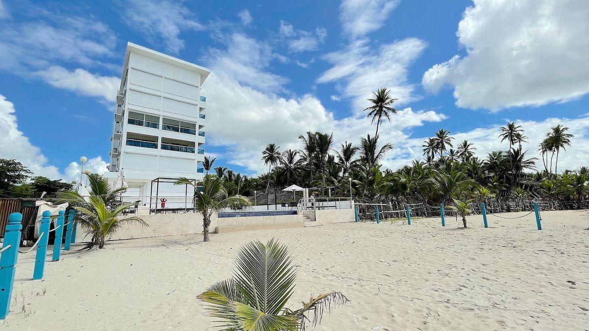 1 de 25: Fachada edificio vista desde la playa