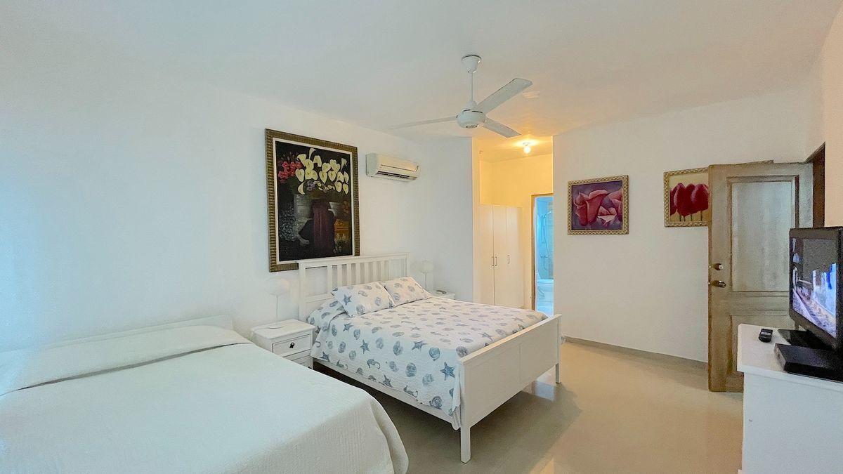 9 de 25: Habitación principal con closet y baño