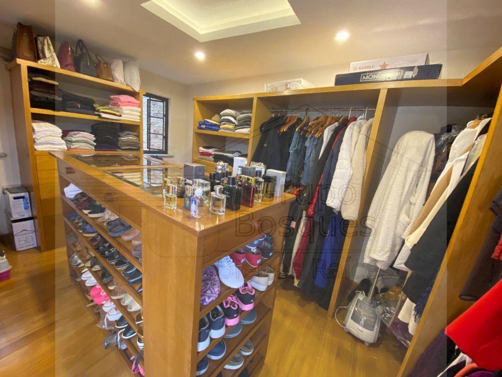 19 de 48: Walking closet recámara principal