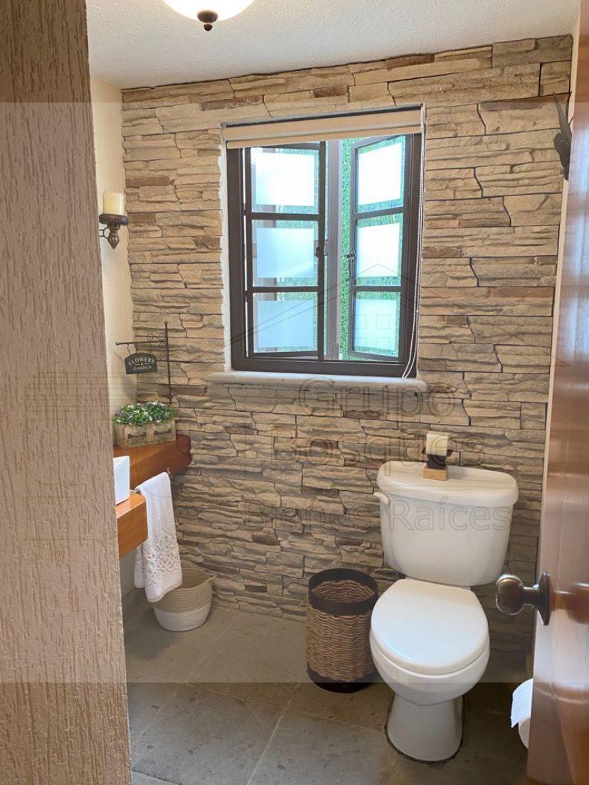 14 de 48: Medio baño de visitas