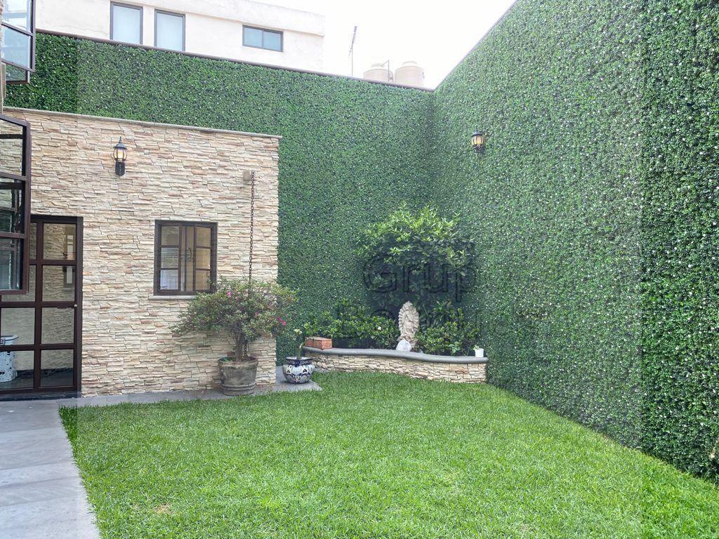 48 de 48: Jardín