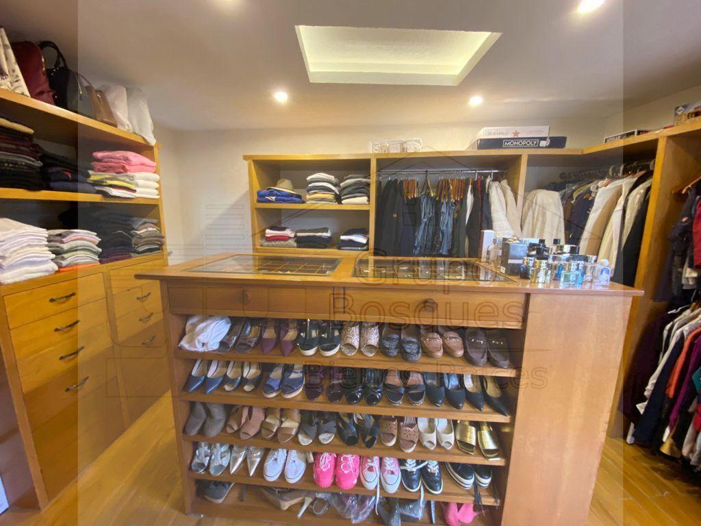 20 de 48: Walking closet recámara principal
