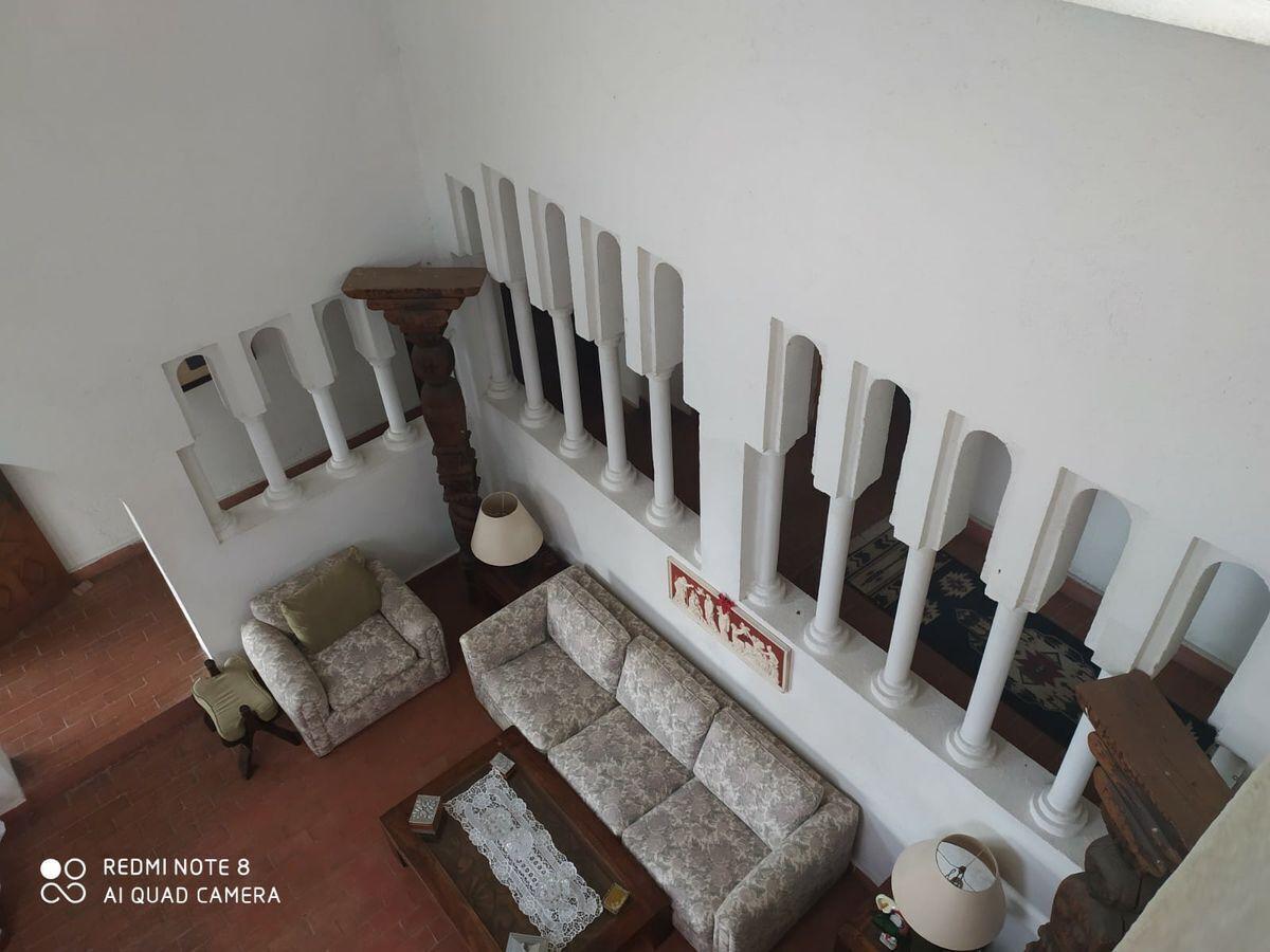 4 de 32: Vista desde la parte alta de la casa a la sala