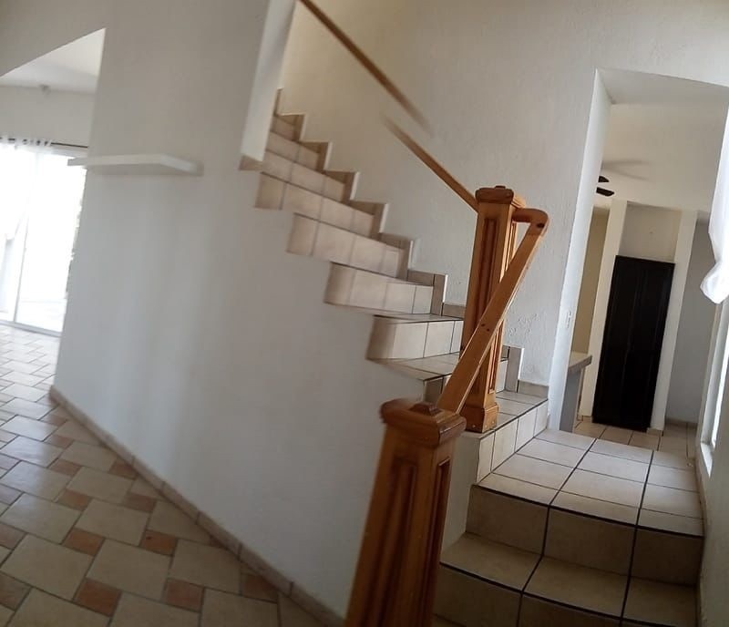 4 de 8: escaleras para segundo piso