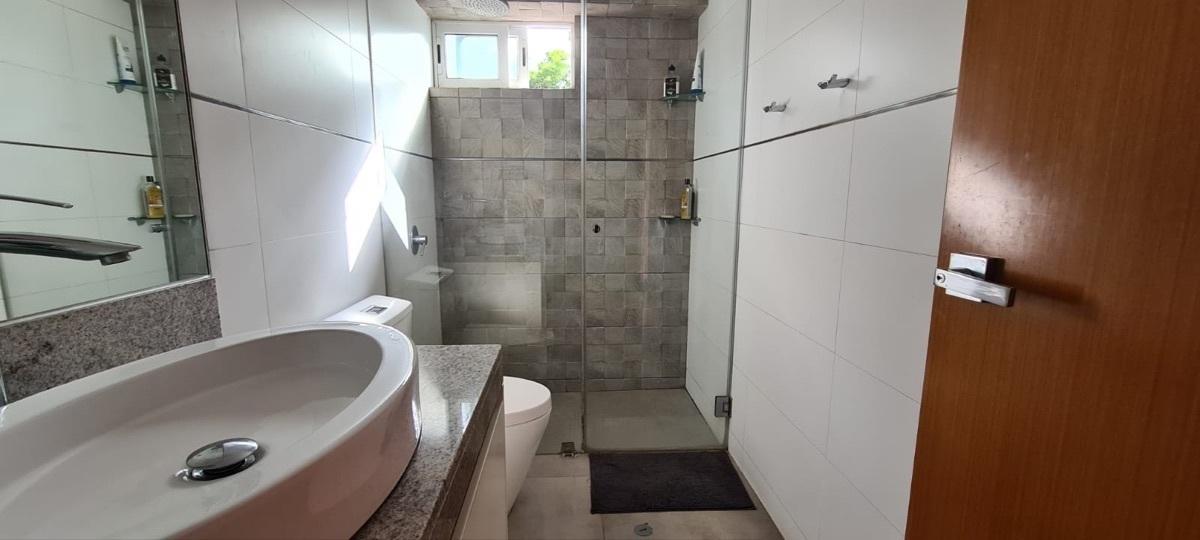 19 de 21: Baño compartido entre dormitorios 2 y 3