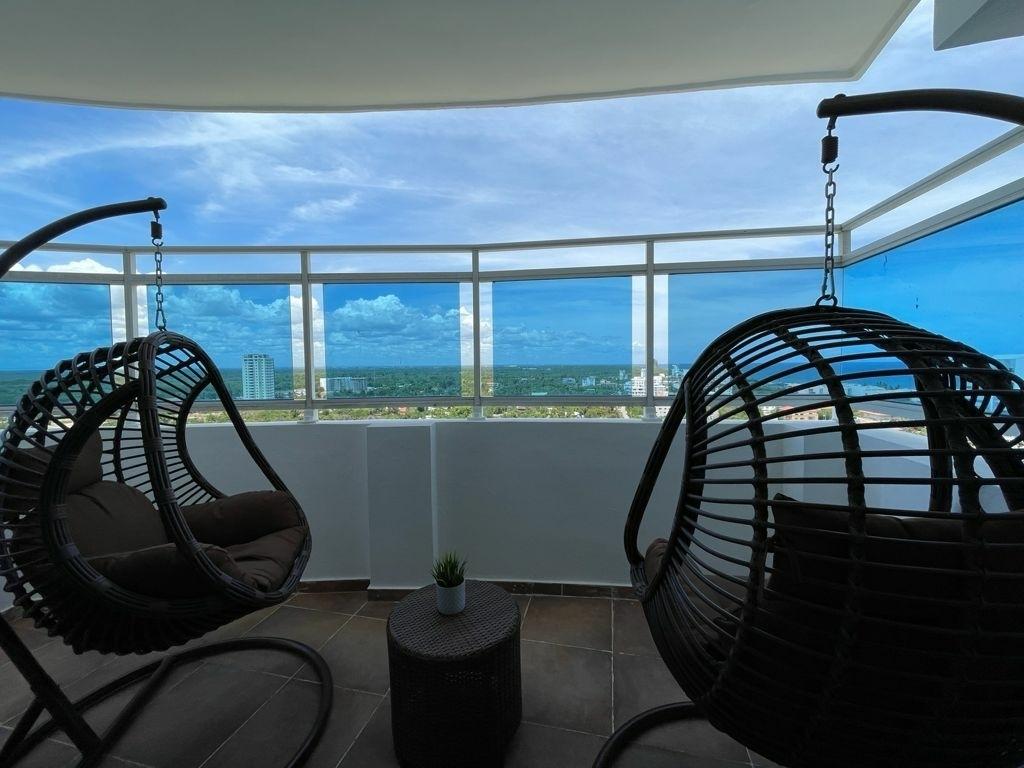 9 de 21: Balcón habitación principal