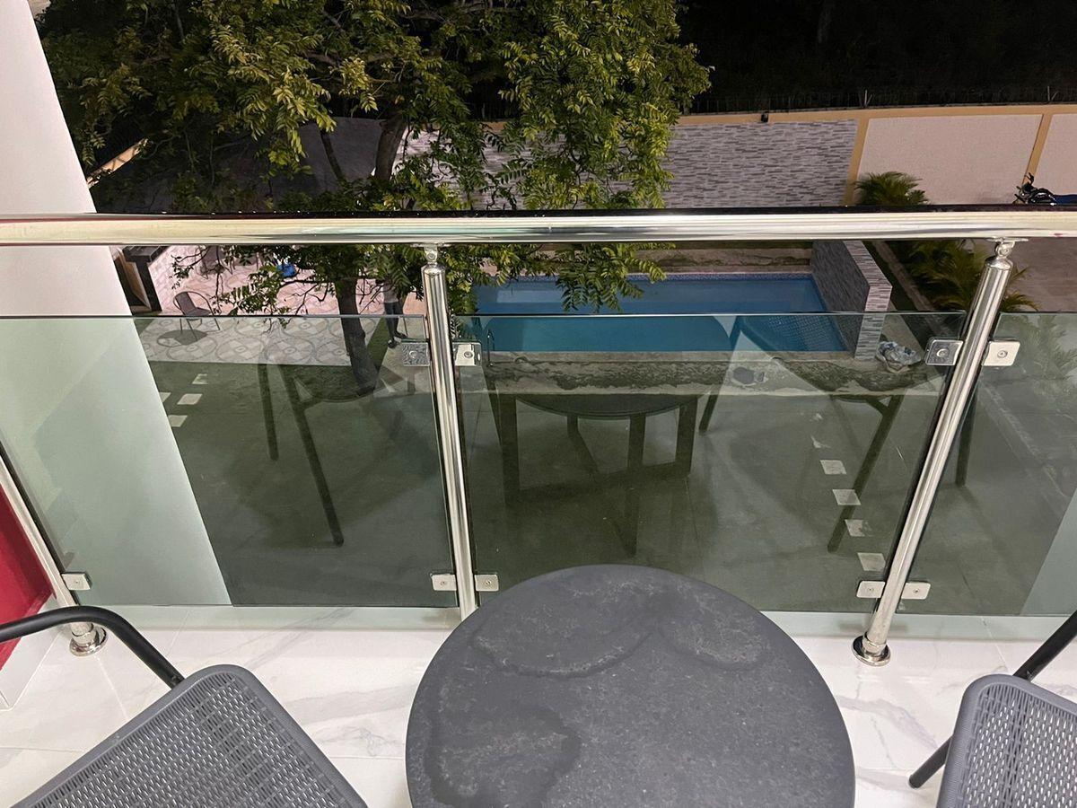 3 de 7: Vista al jardín desde el balcón