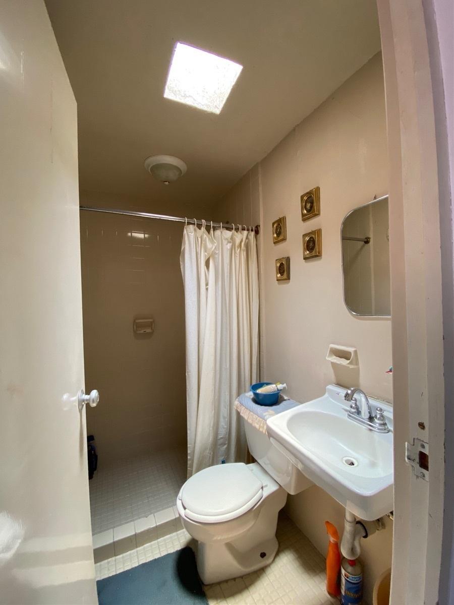 29 de 31: Baño de servicio