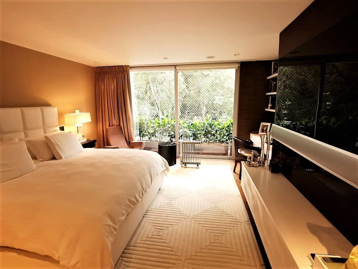 19 de 35: Lindo Dormitorio Principal con Vista a Parque y salida a ter