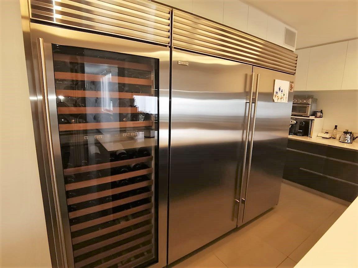 29 de 35: Refrigeradora side to side Sub Zero más wine saver Sub Zero