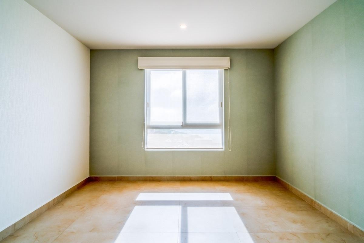 24 de 41: Junior Suite con vestidor y baño, persianas dobles incluidas