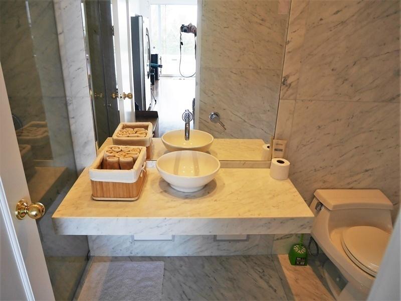 30 de 35: Baño completo con sauna en el PISO 6 para atender piscina