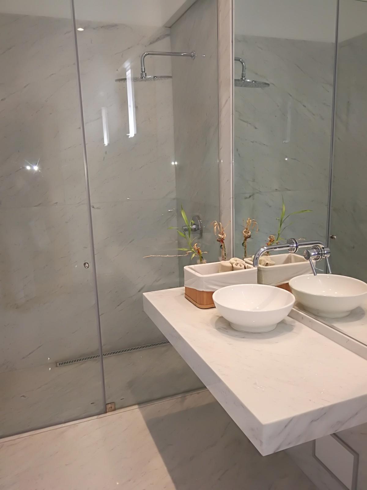31 de 35: Baño completo con sauna en el PISO 6 para atender piscina