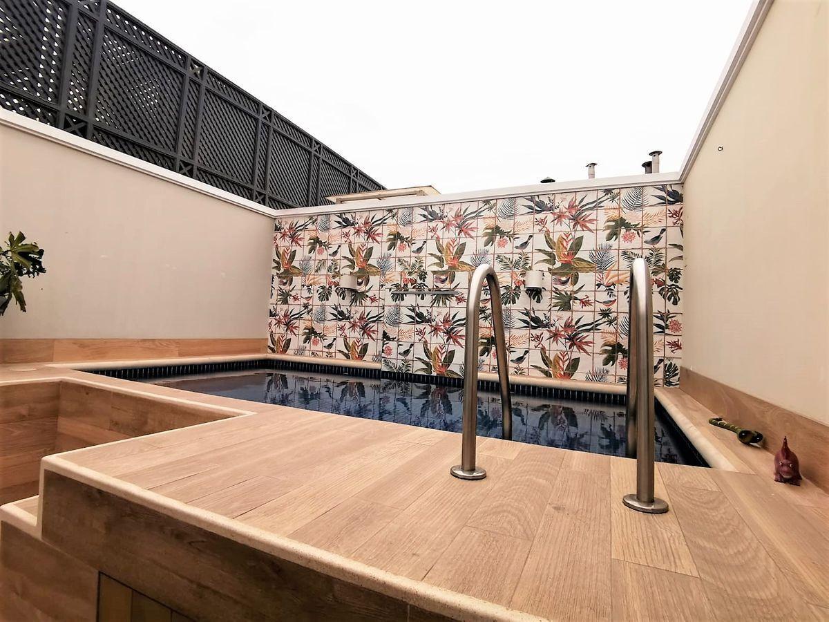 33 de 35: Hermosa Terraza con BBQ y piscina Vista a parque privado