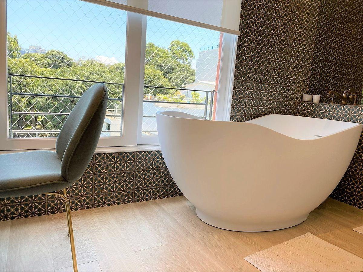 12 de 35: Hermoso Baño Principal con buena ducha y Tina PISO 5