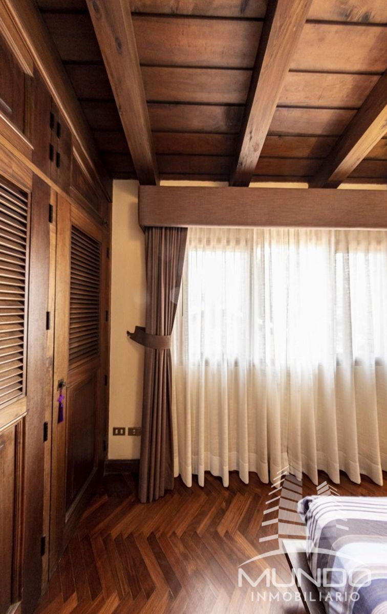 13 de 15: Closet y cortinas en la habitación