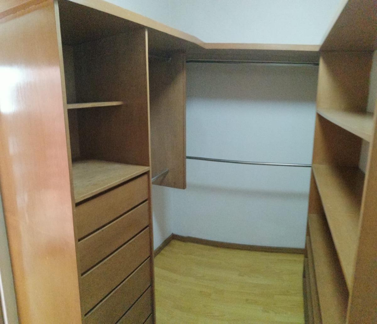 27 de 28: Walking closet cuarto principal