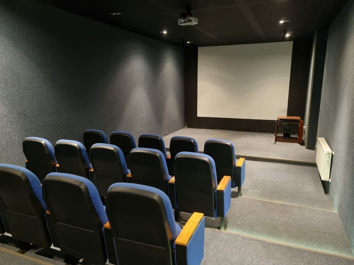 16 de 16: Sala cine