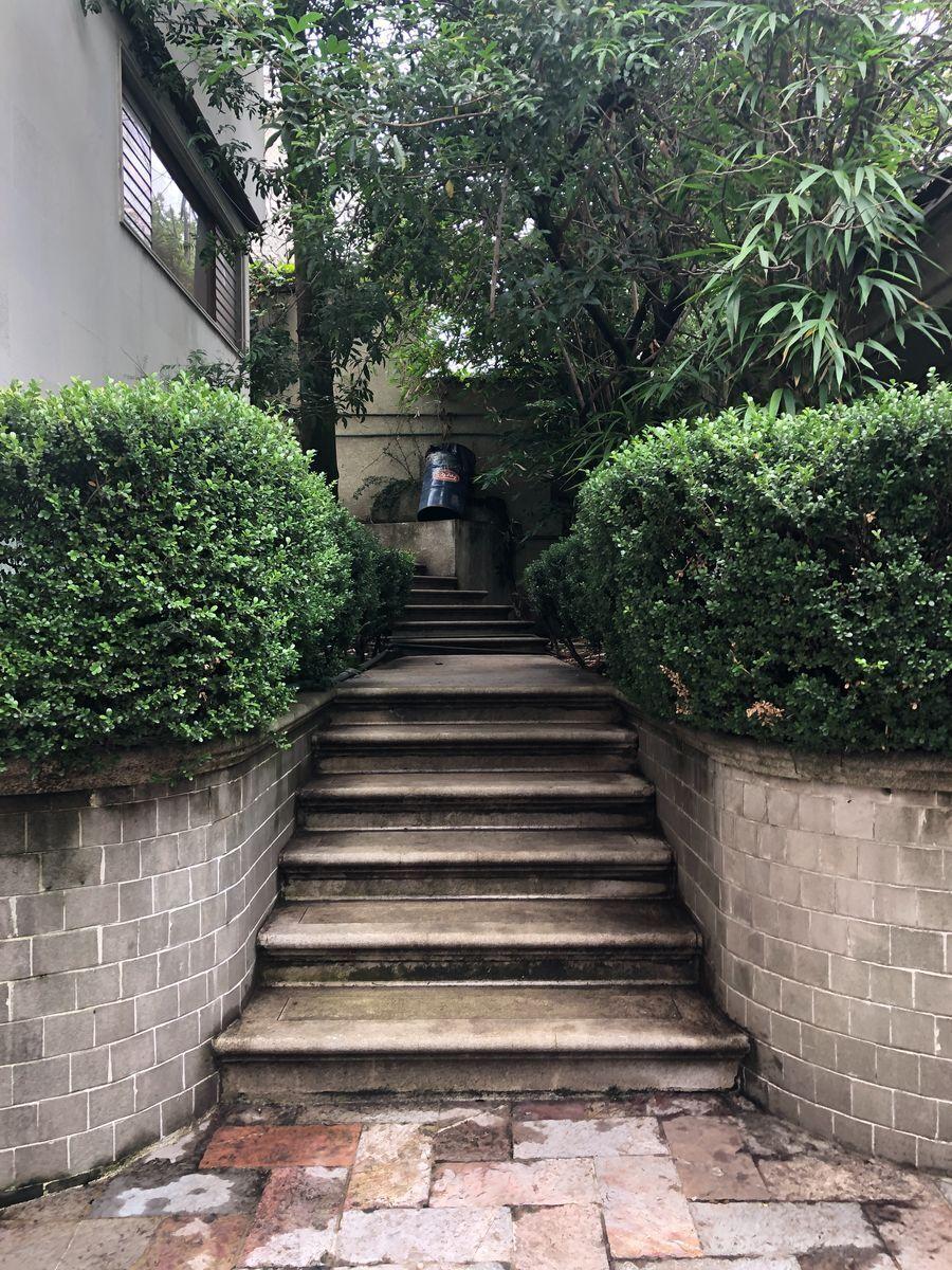 35 de 36: Escalera patio.
