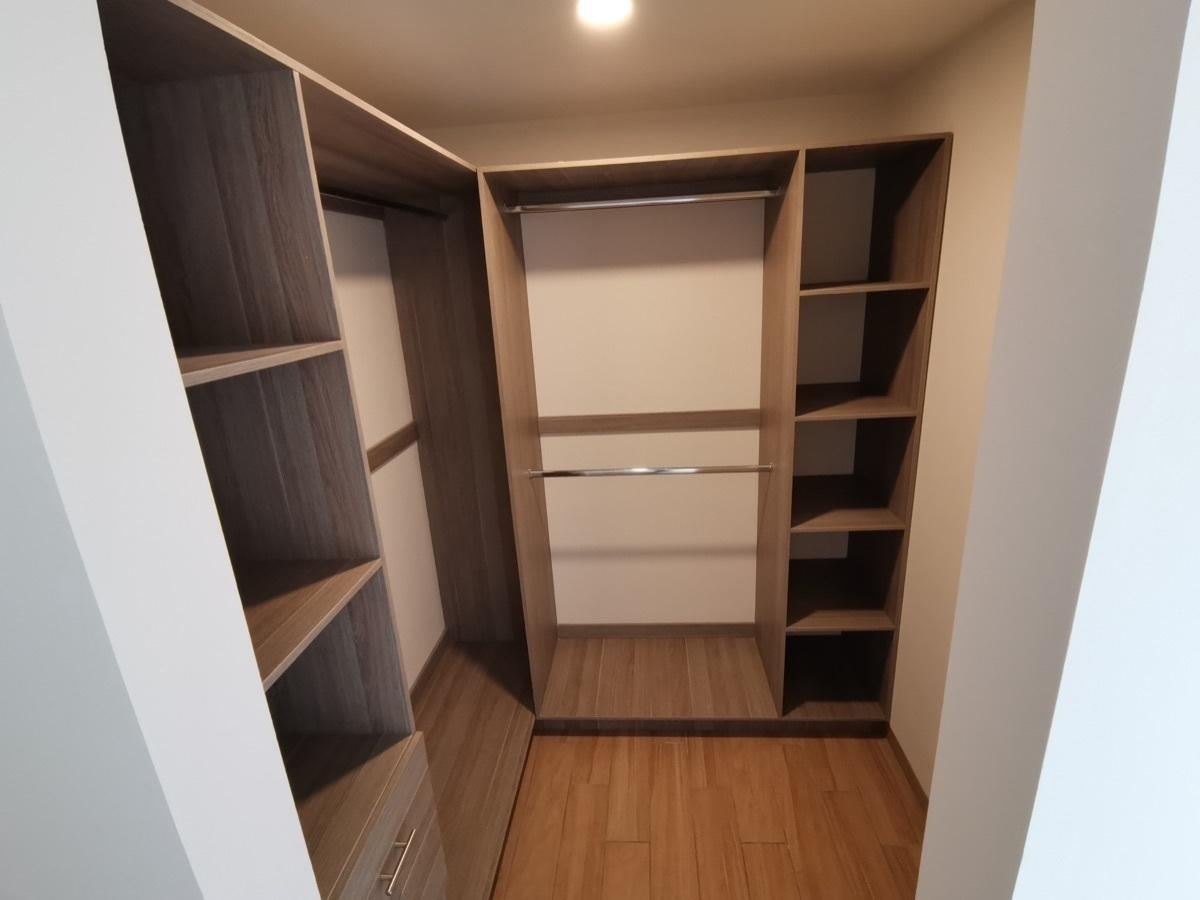 13 de 17: Walk in closet
