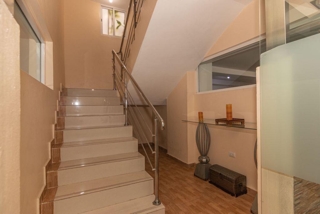12 de 12: Entrada Escaleras