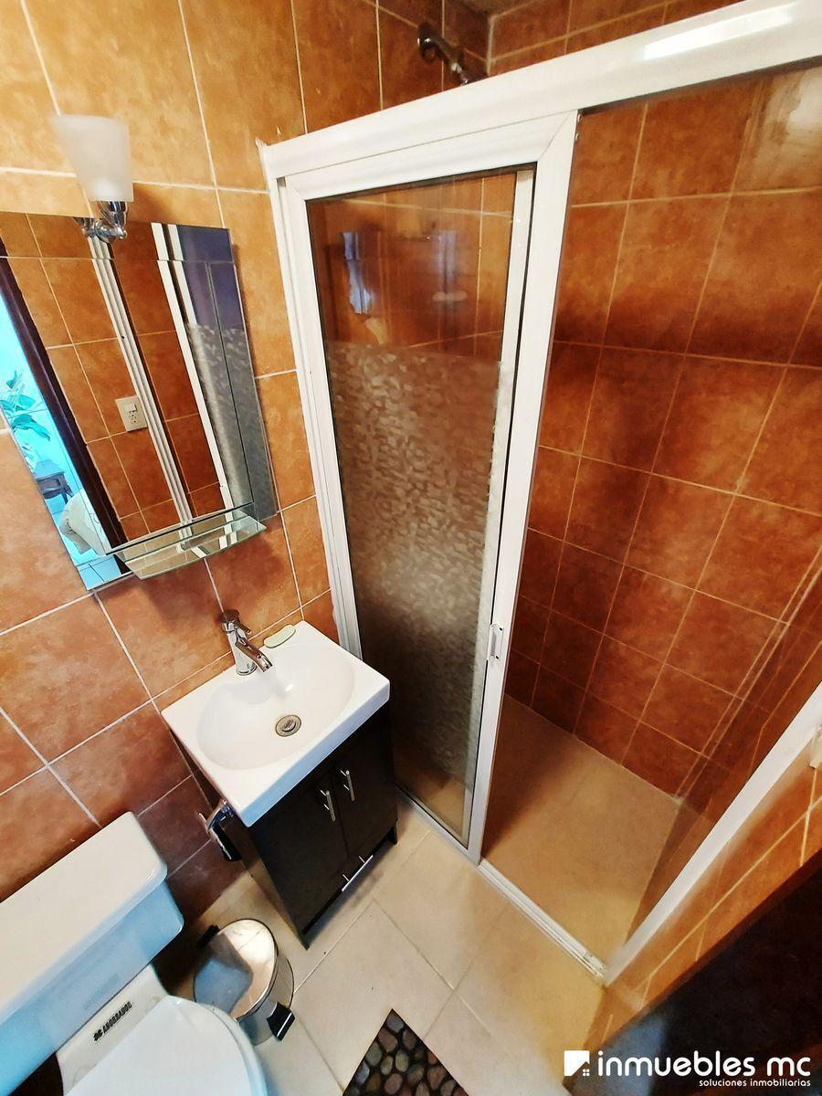 25 de 28: Baño Completo Recámara