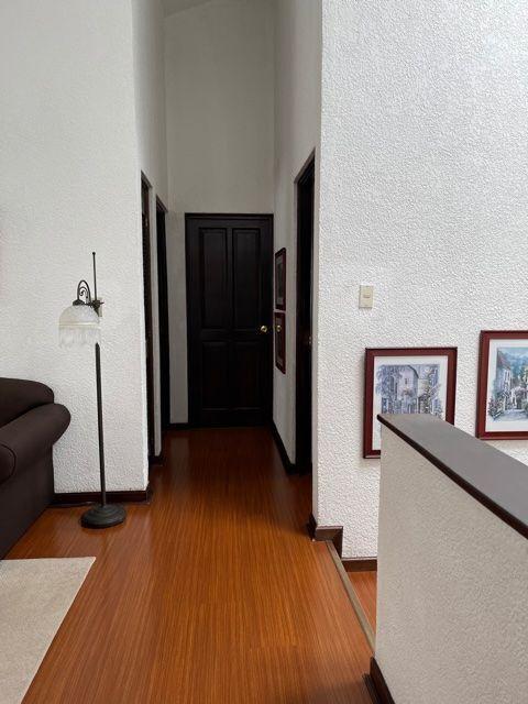 24 de 24: pasillo segundo nivel