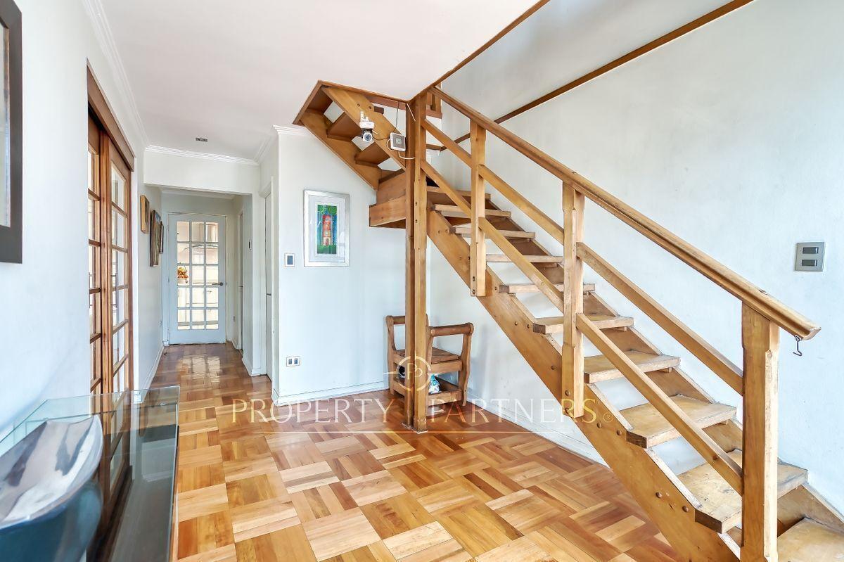 5 de 24: Hall de entrada y escaleras