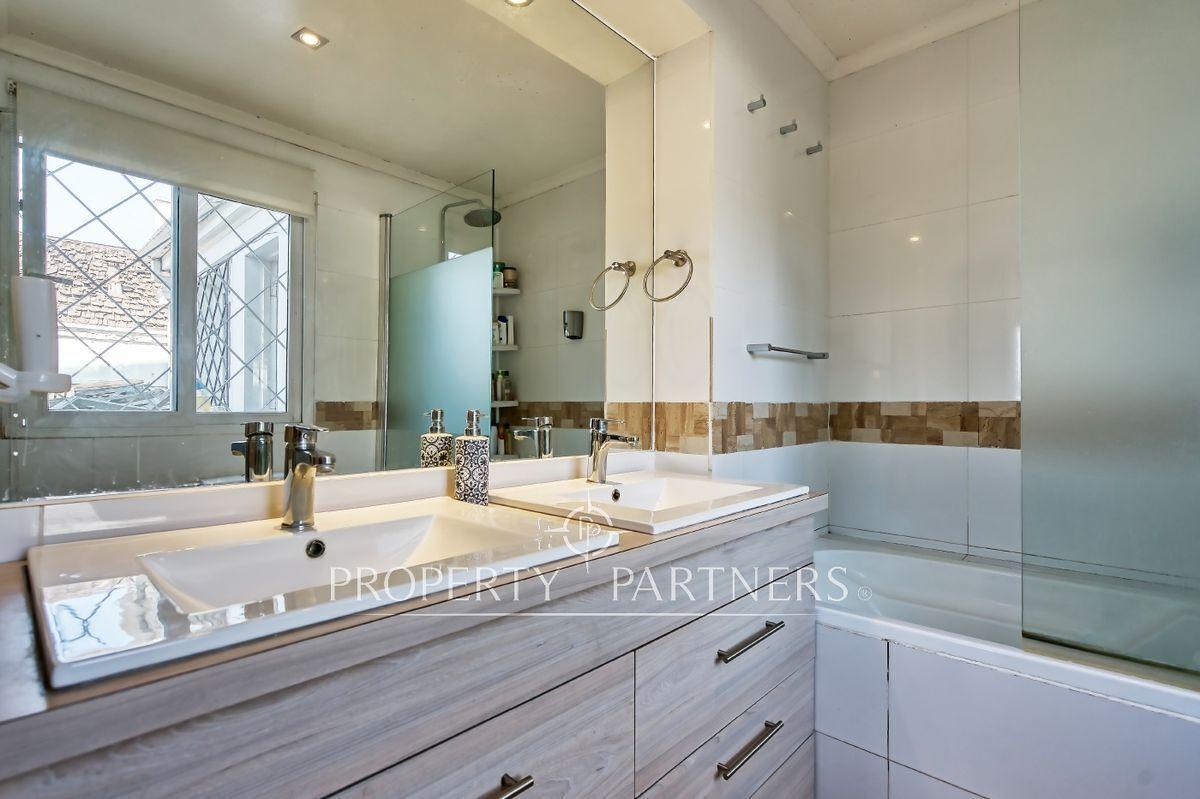 12 de 24: Baño en suite