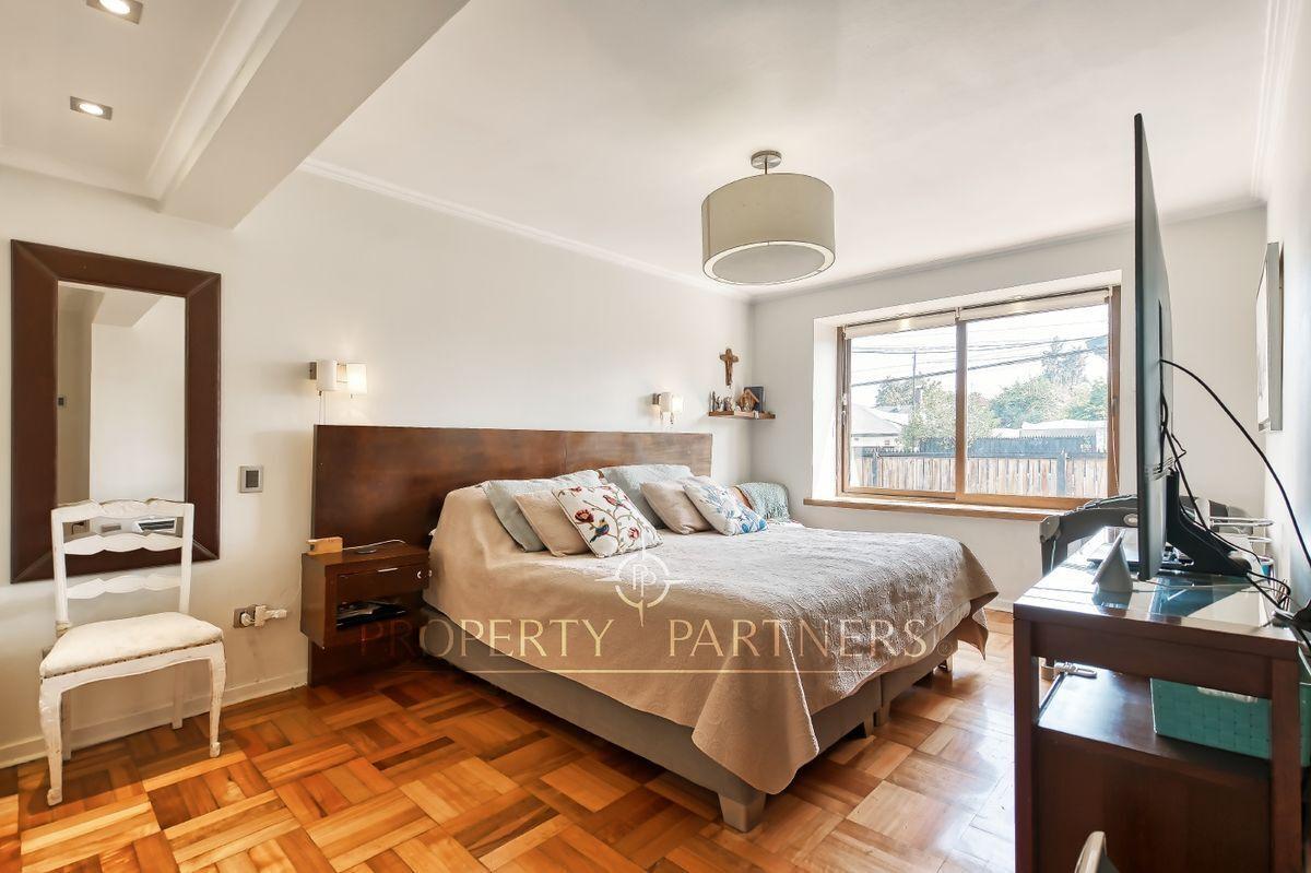 11 de 24: Dormitorio principal - en suite con walk in closet