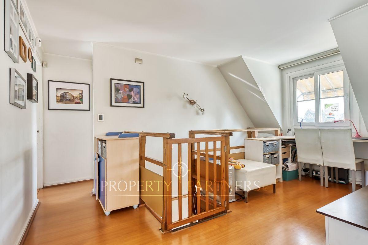 13 de 24: Segundo piso - sector escritorio, acceso dormitorios y estar