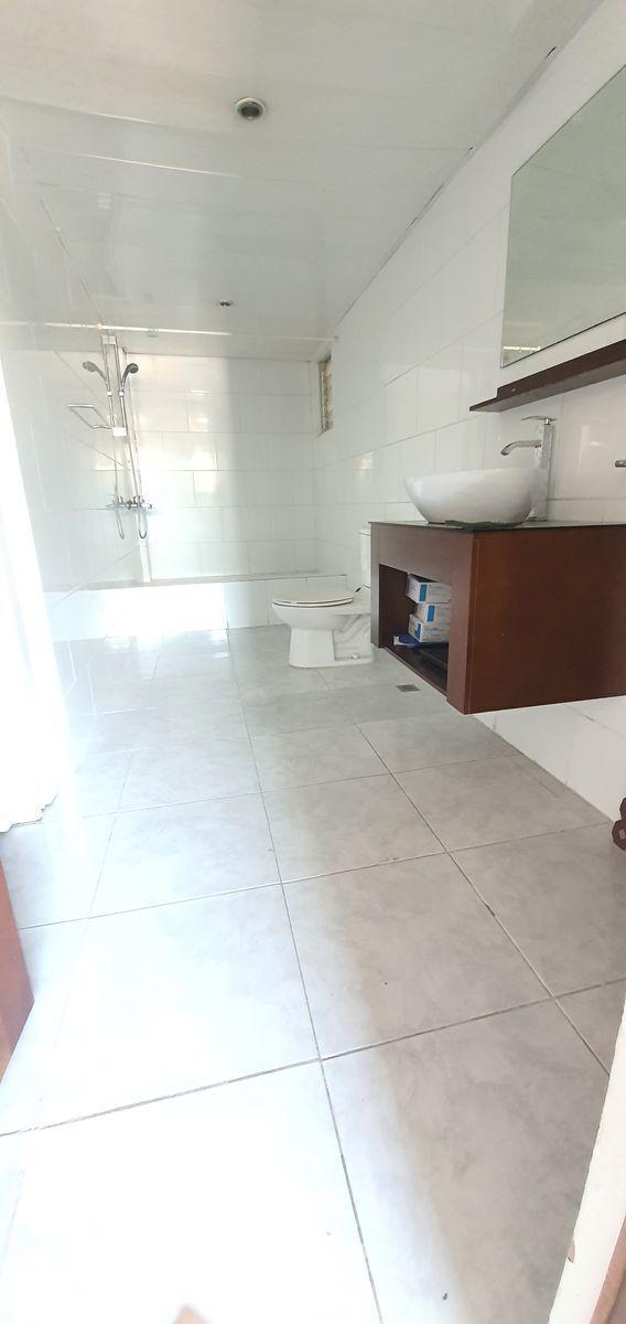 11 de 12: Baño habitación principal