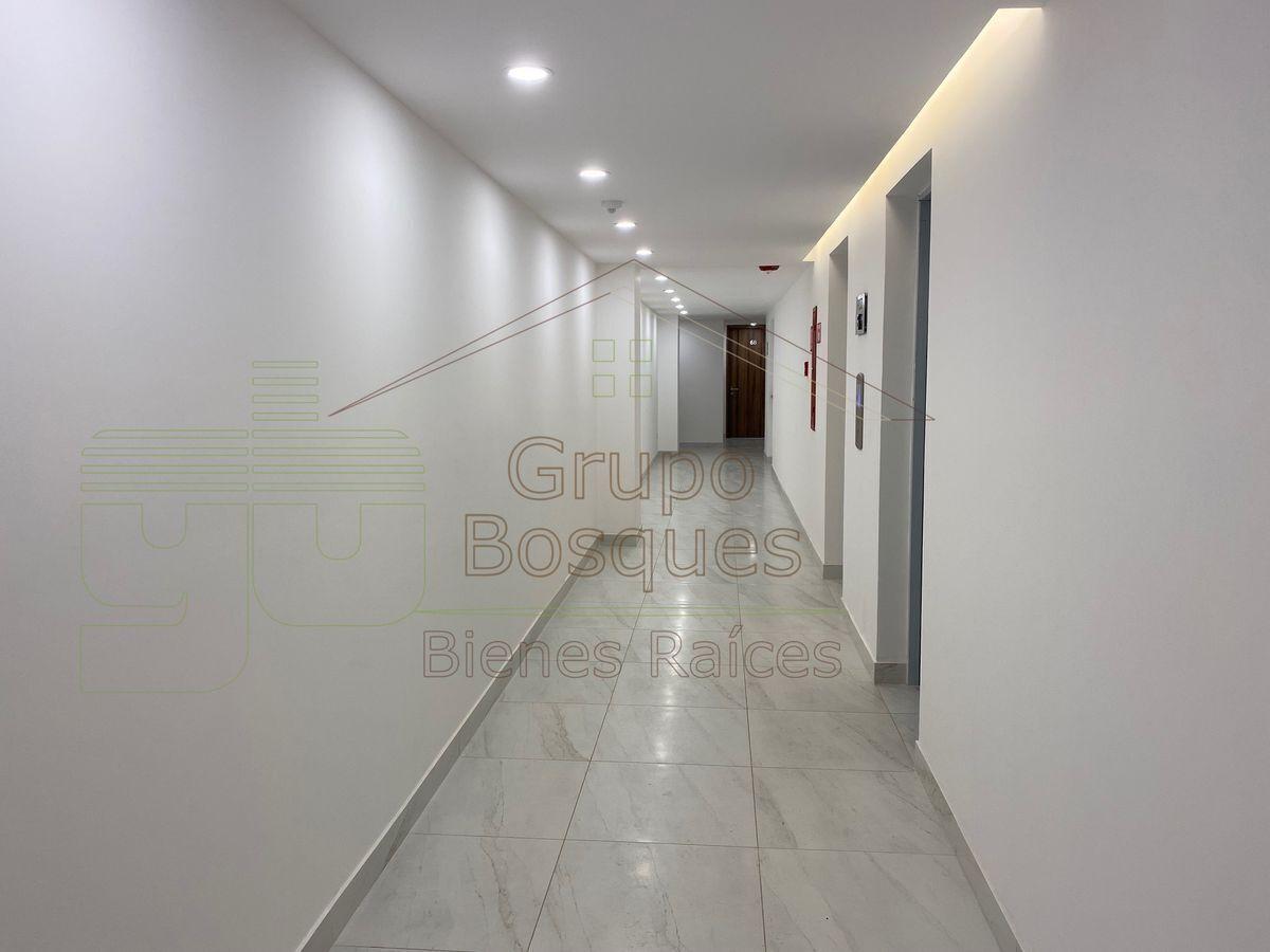 17 de 30: Hall y elevadores