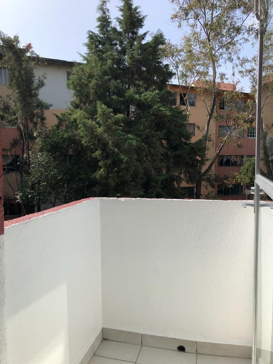 10 de 26: Balcon