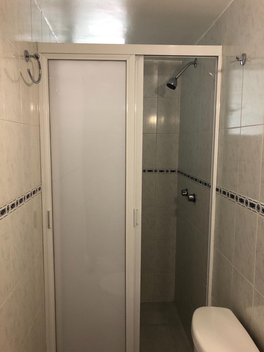 12 de 26: Baño Completo