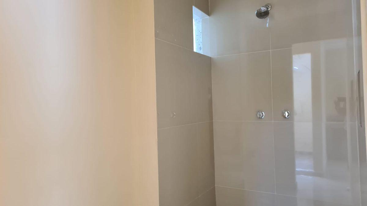 19 de 19: departamento loft baño completo