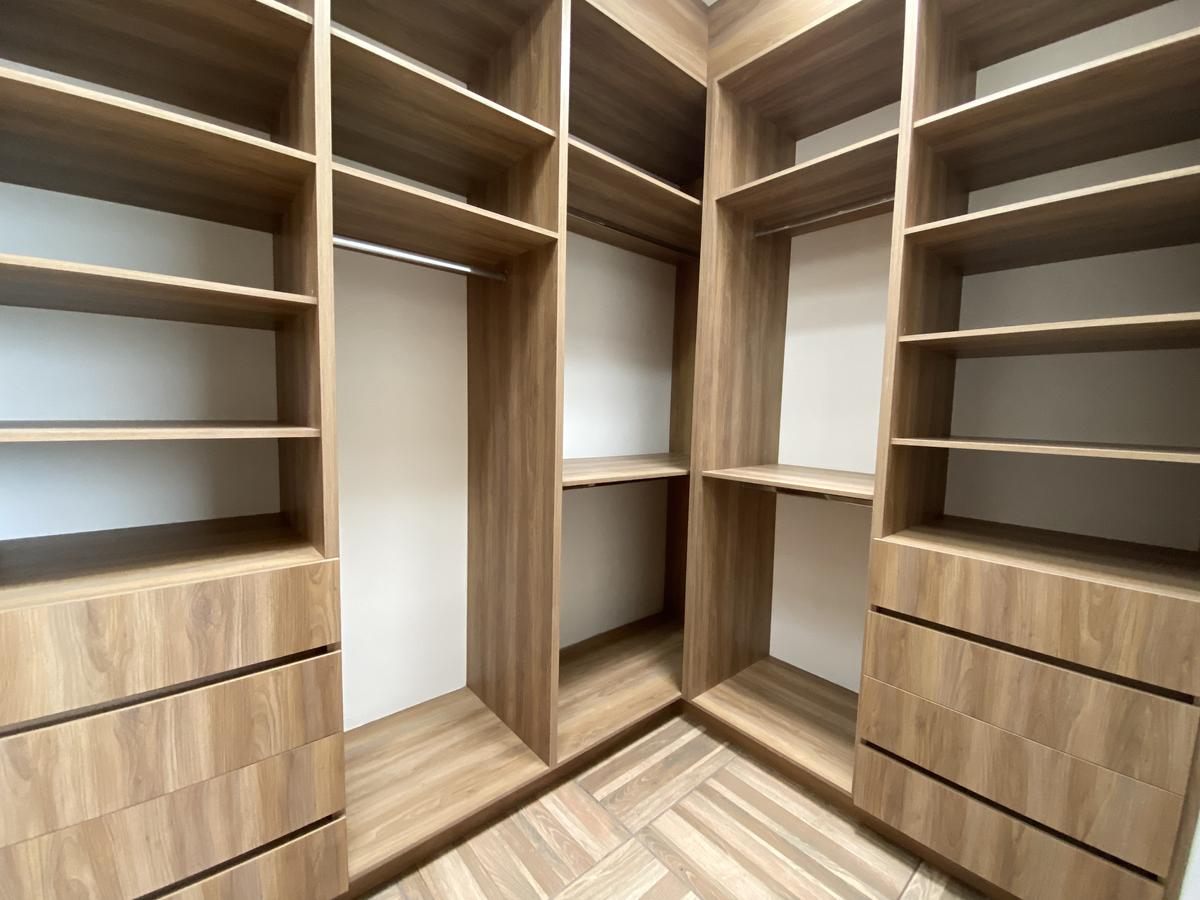 20 de 48: Closet Vestidor Recámara Principal
