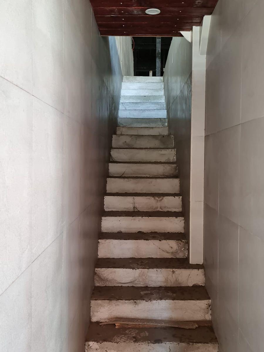 7 de 25: Escaleras