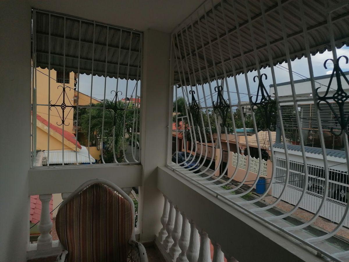 3 de 40: balcón del segundo nivel