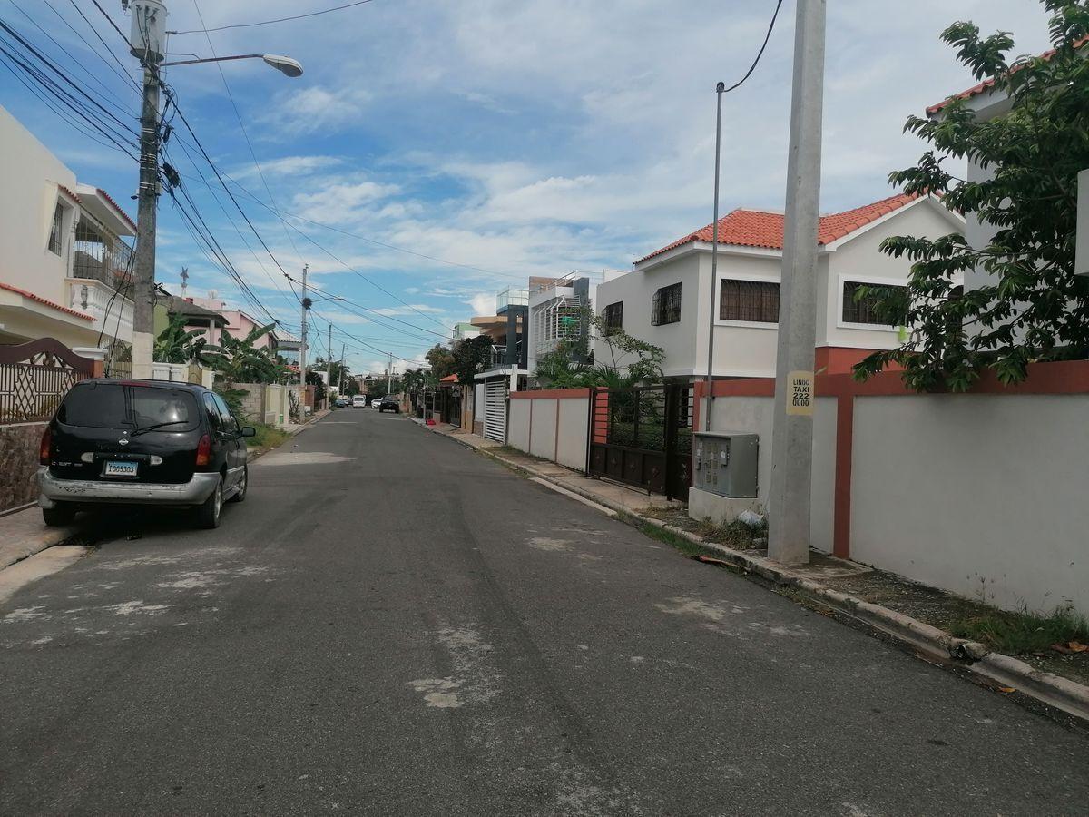 16 de 40: calle de la  propiedad