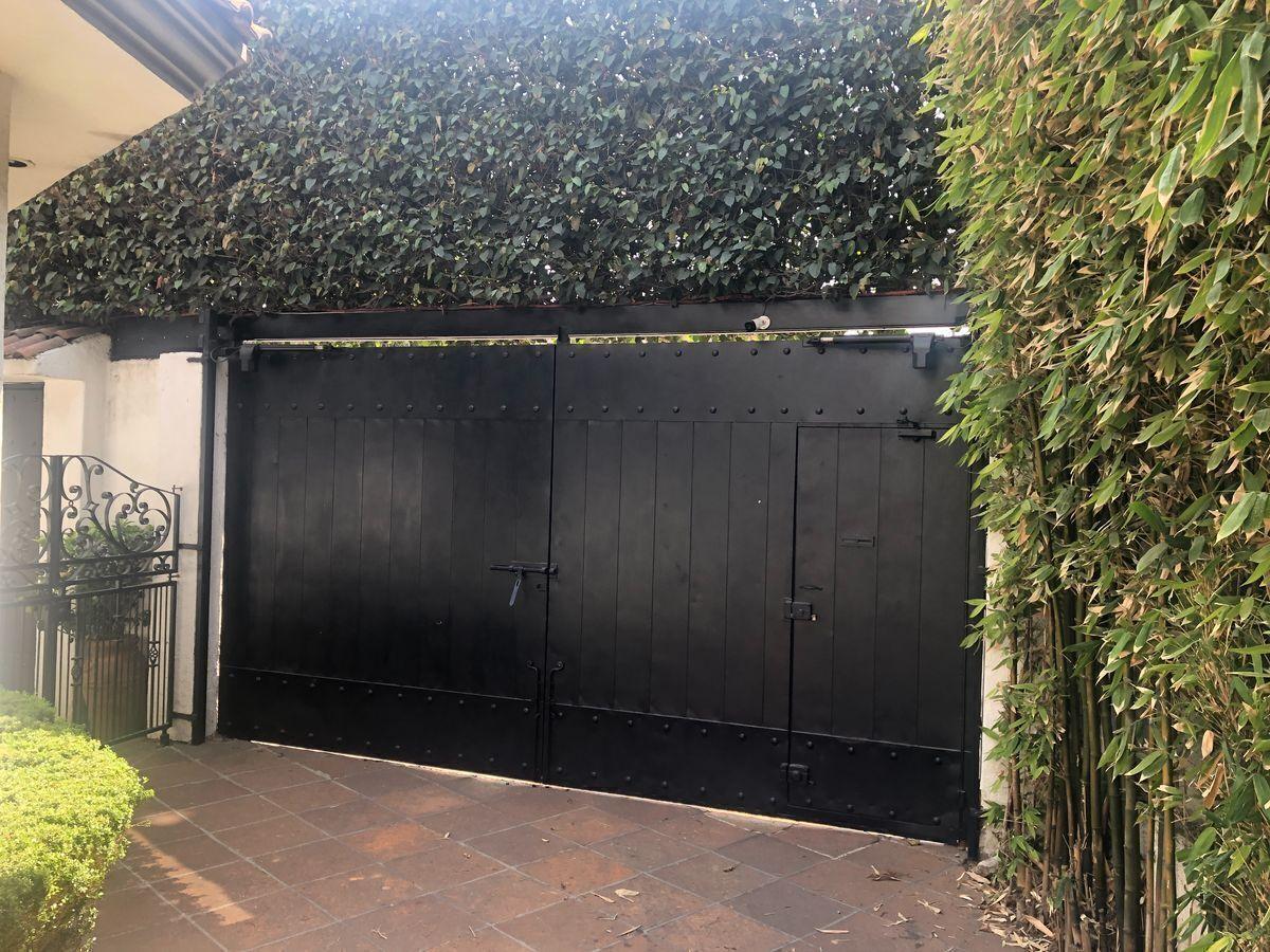 26 de 40: Portón interior