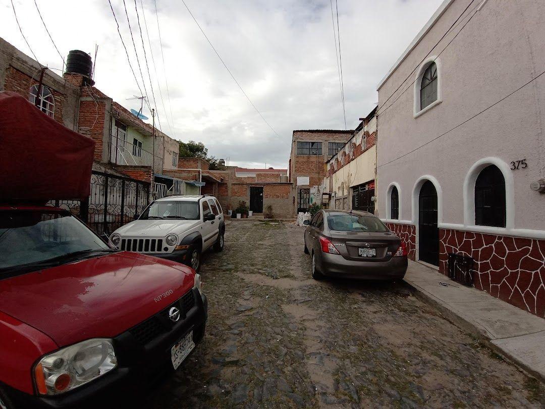 3 de 17: Calle Privada