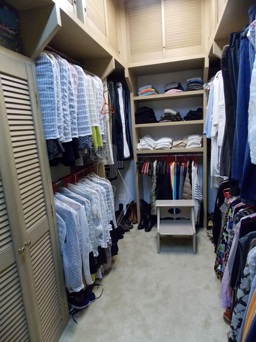 14 de 27: Walk in Closet recámara 1