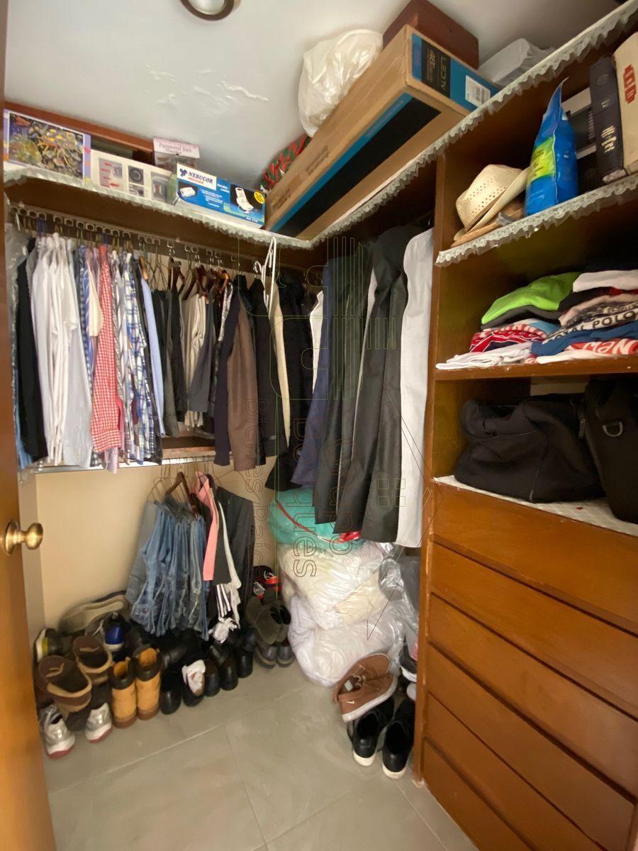 22 de 27: Walking closet recámara 3