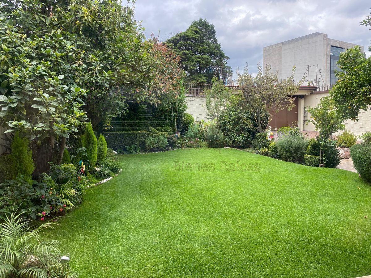 24 de 27: Jardín
