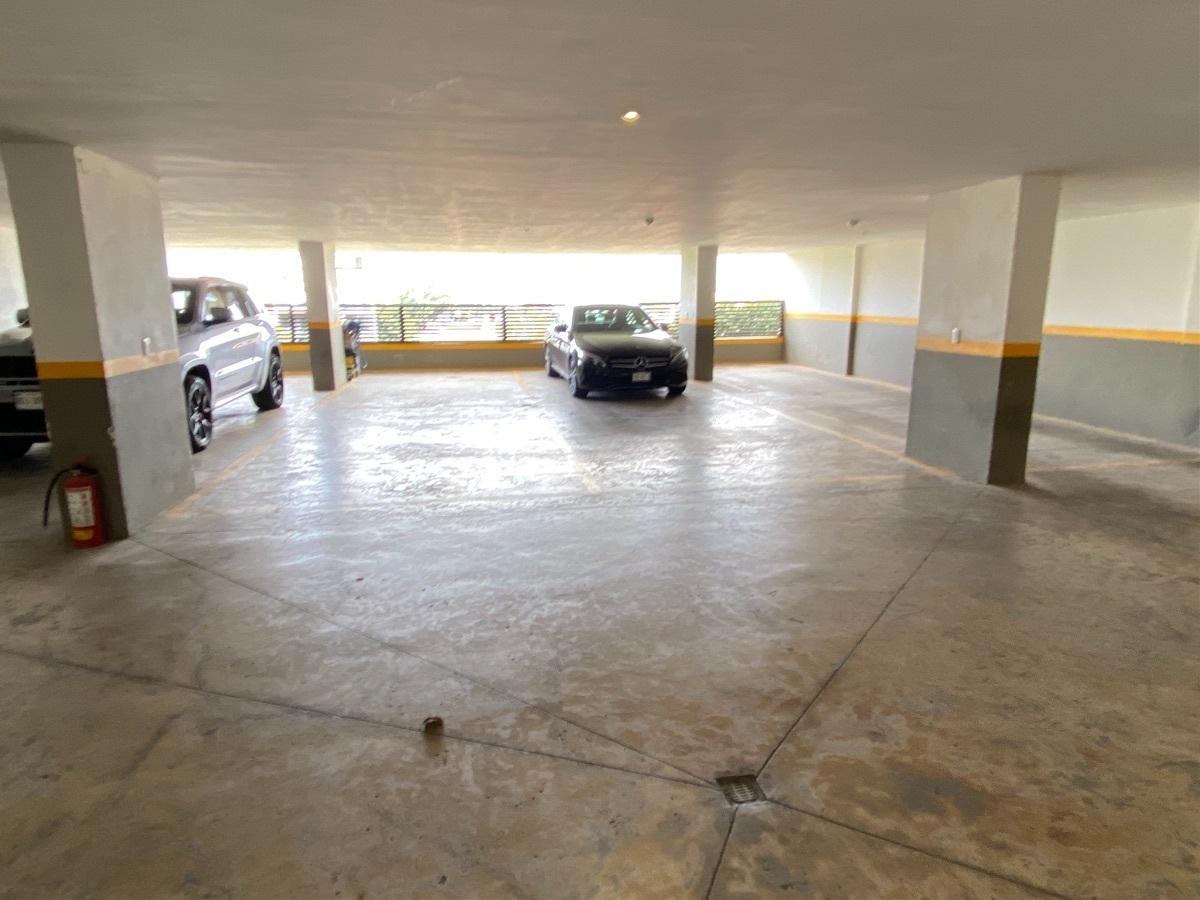 24 de 24: Estacionamientos