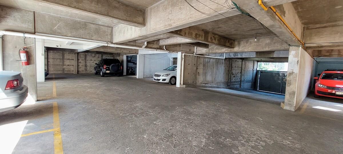 19 de 21: Amplio espacios en área de estacionamiento