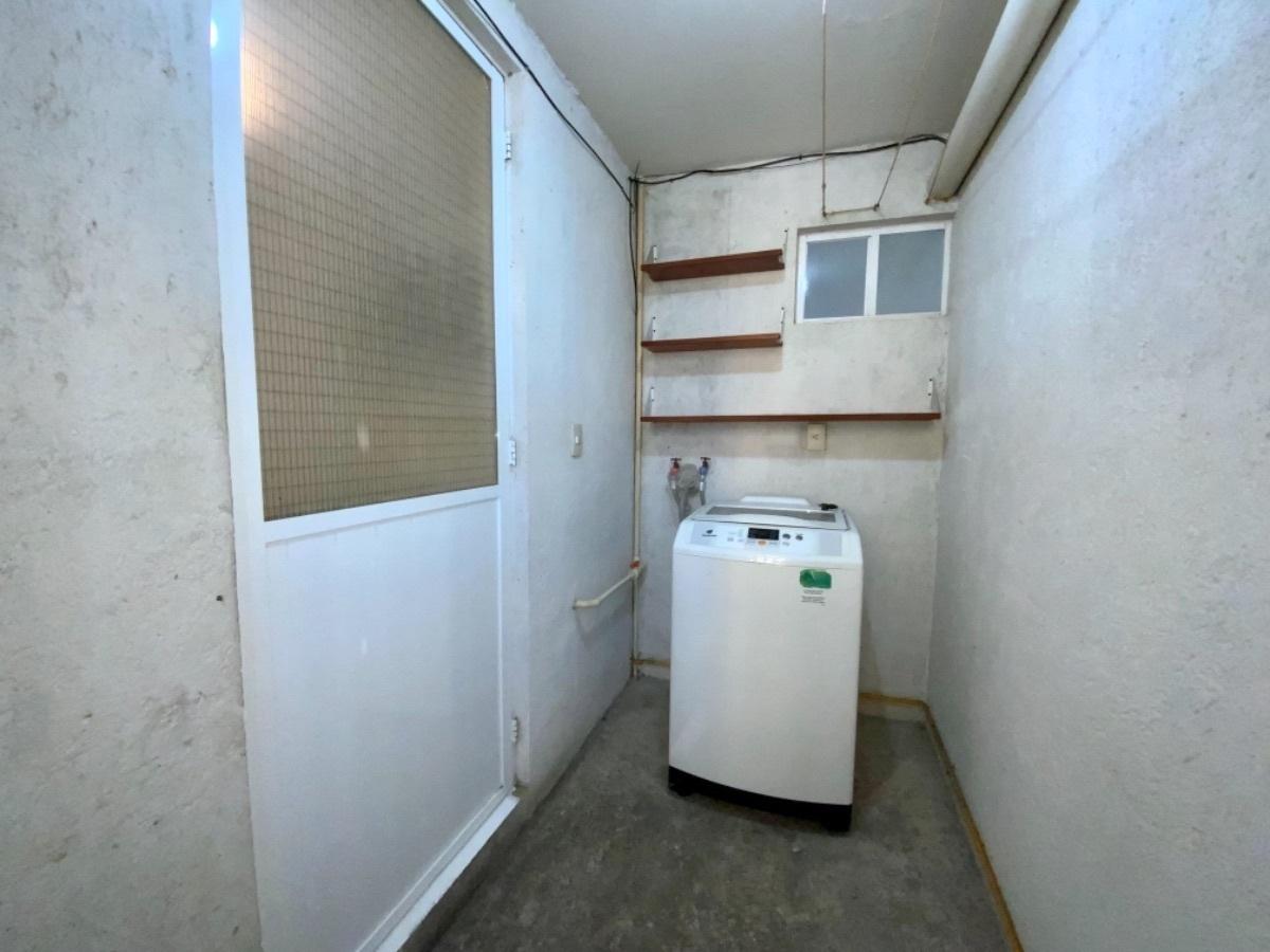 17 de 21: Área de lavado con lavadora