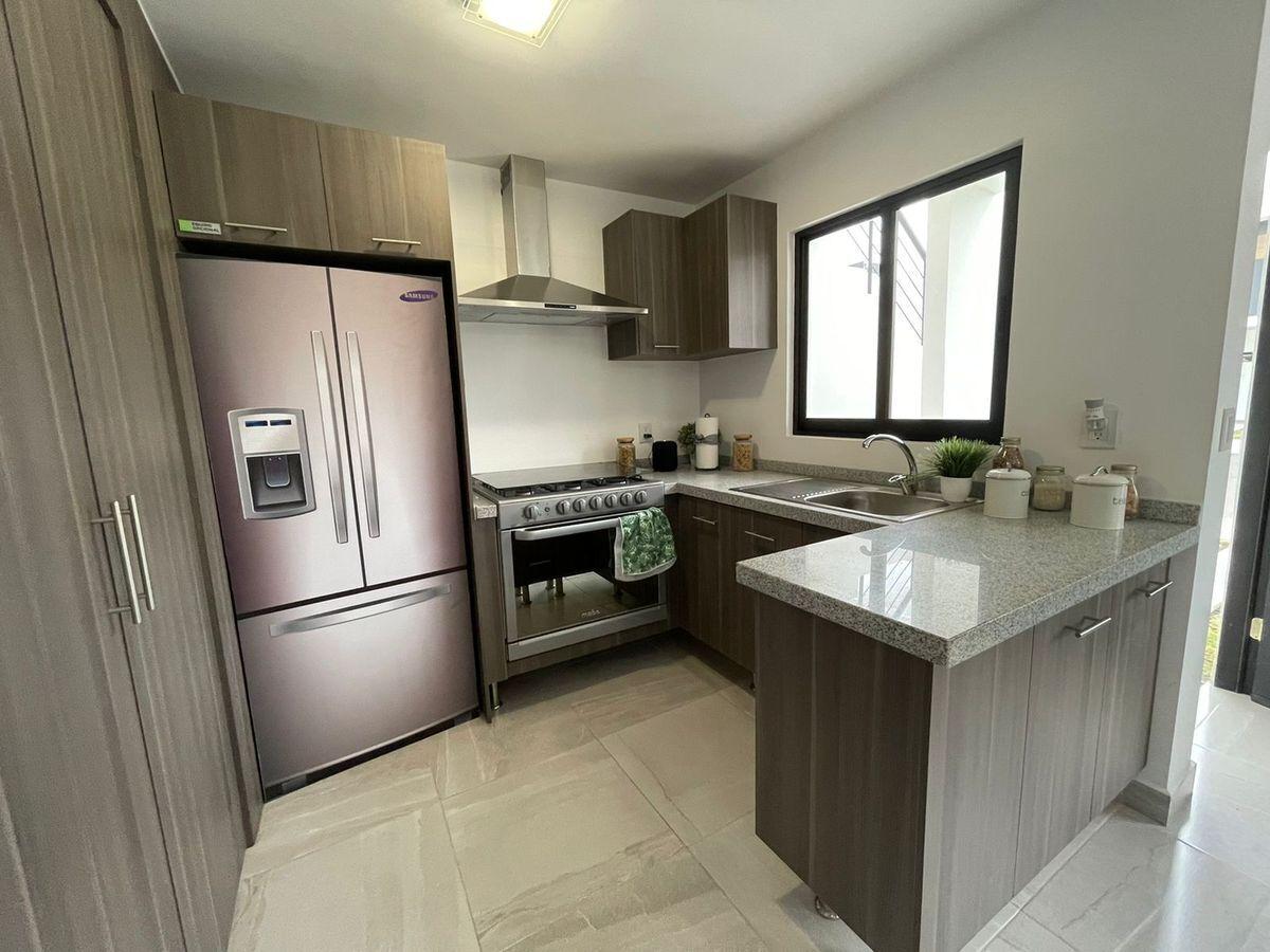 8 de 18: Cocina integral y area de lavada